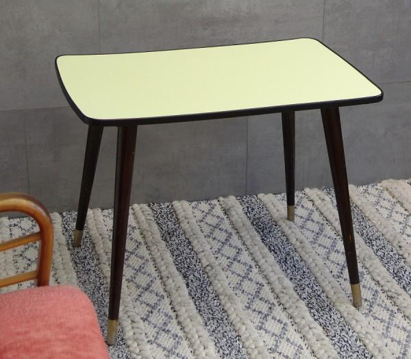 Kleiner 50er Jahre Tisch - Resopal gelb - schwarzer Rand